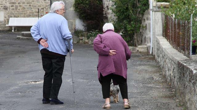 Cuidado de ancianos en casa o en residencia