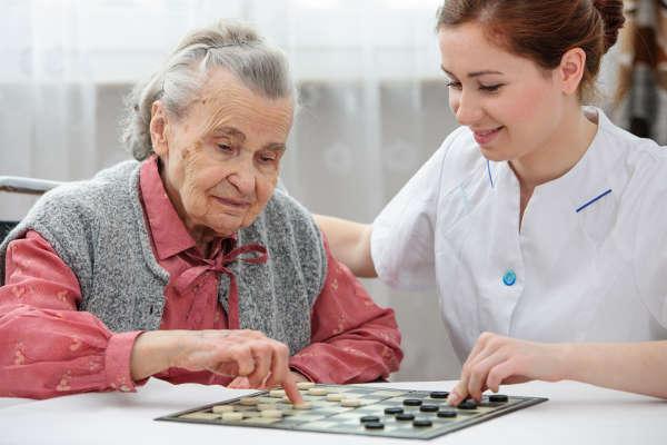 cuidado de mayores en residencia