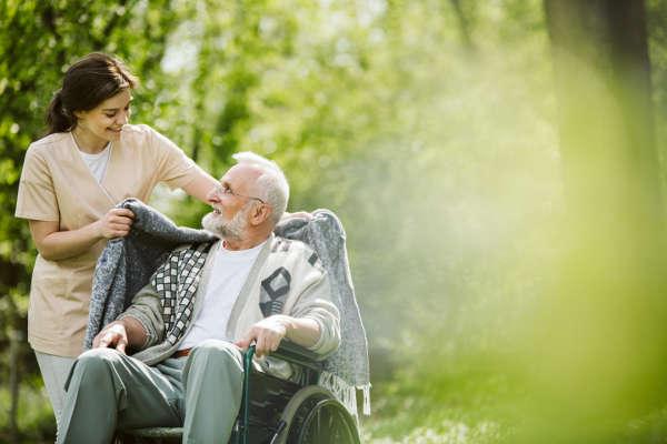 Cuidadoras internas de personas mayores